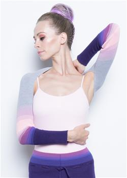 Bolero-sleeves to keep your shoulder and arms warm.