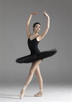 Basic model for ballet rehearsals and perfect to match any skirt in the collection.